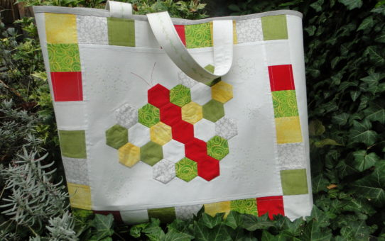 Vote now in the Holiday Memories Quilt Competition