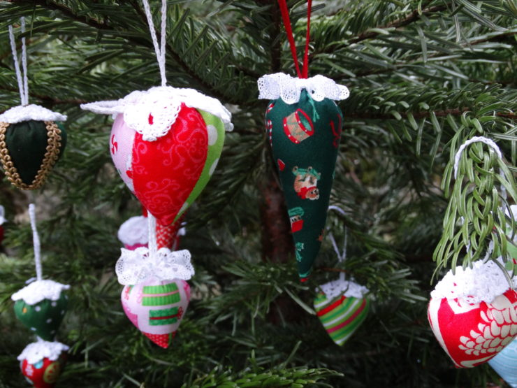 Christmas Tree Ornaments | Mud, Pies and Pins