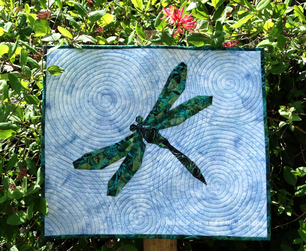 """""""Ripples"""" EPP Dragonfly mini quilt   Mud, Pies and Pins"""