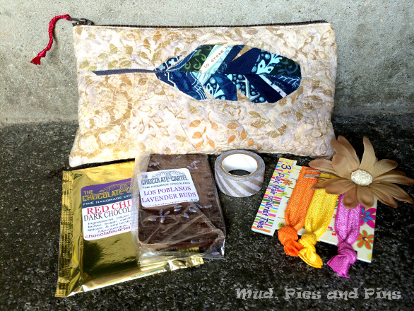 Zippered feather pouch made by Renee from Quilts of a Feather | Mud, Pies and Pins