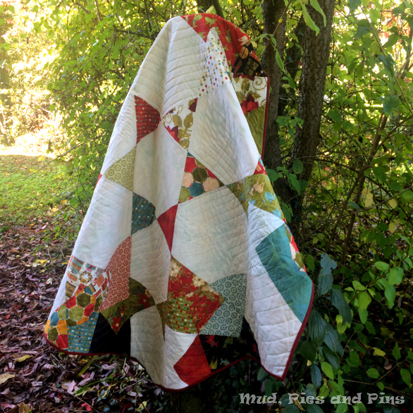 Hexagonal spinning card trick quilt by Mud, Pies and Pins