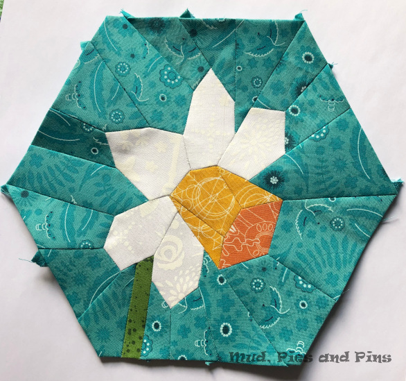 Hexagonal EPP Daffodil block | Mud, Pies and Pins